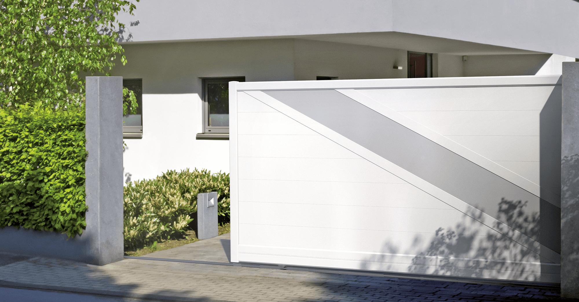 Portail coulissant blanc modèle Lampetra