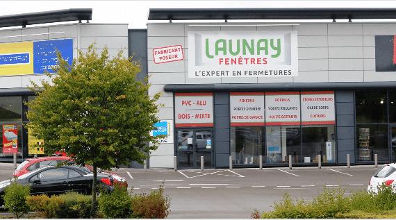Devanture de Launay Fenêtres, votre installateur conseil de portails Alu et PVC Charuel