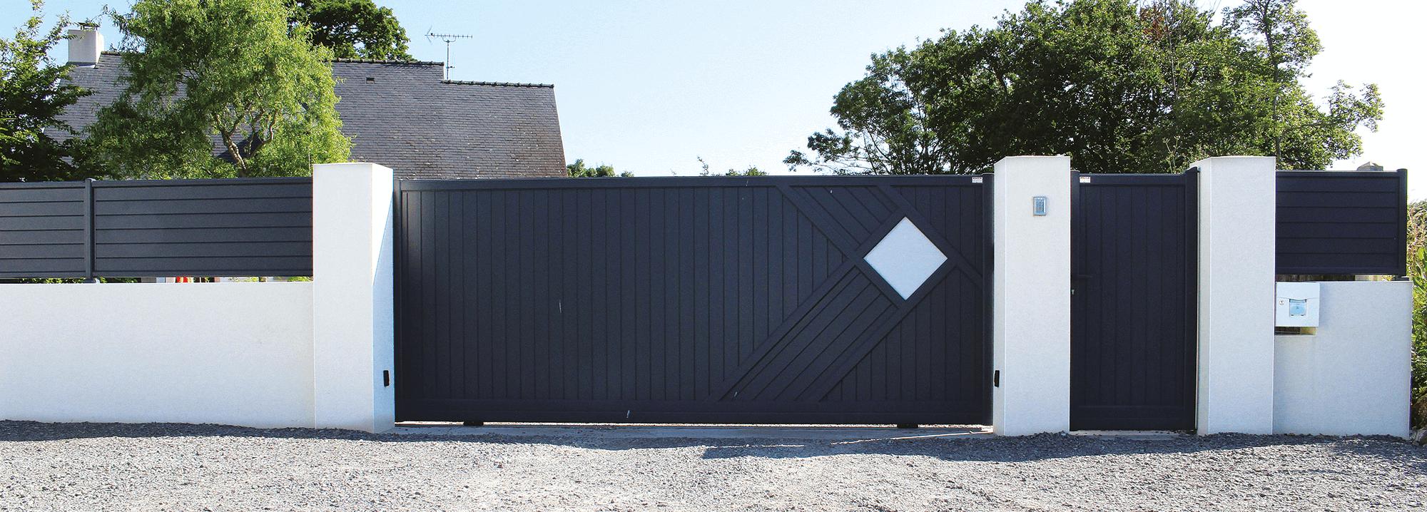 Portail aluminium zouk les mod les contemporains charuel for Pilier moderne
