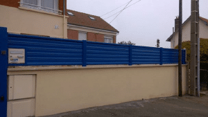 Pose d'une clôture, modèle SLAM, coloris bleu (RAL (5010)