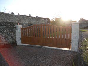 Pose d'un portail bois aluminium, modèle JAZZ