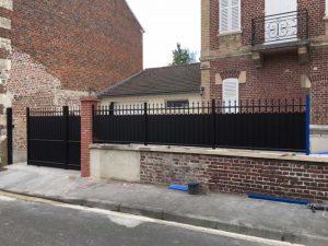 Pose d'un portail et d'une clôture assortie par DMC Fermetures