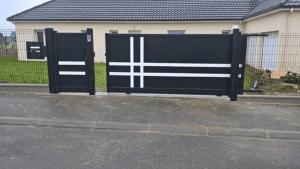 Installation d'un portail coulissant, d'une clôture et d'un portillon, modèle GUZMANIA