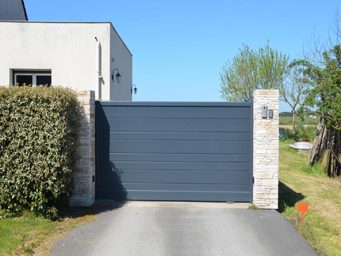 nstallation d'un portail Rétro par Allard Jardin dans le Morbihan
