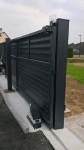 Installation d'un portail coulissant du modèle DIVA et d'une clôture assortie
