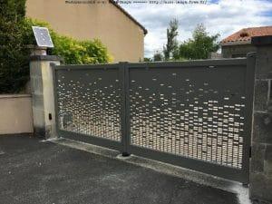 Portail CHARUEL chromé gris ferme installé par Authentique Fenêtres