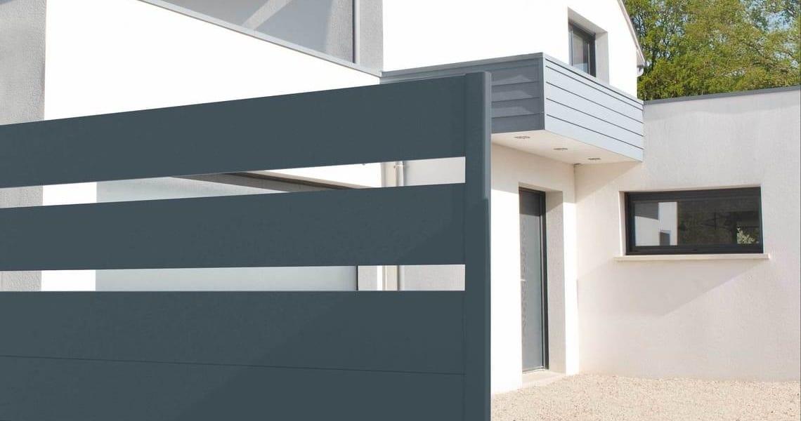 un portail une ambiance charuel le portail aluminium. Black Bedroom Furniture Sets. Home Design Ideas