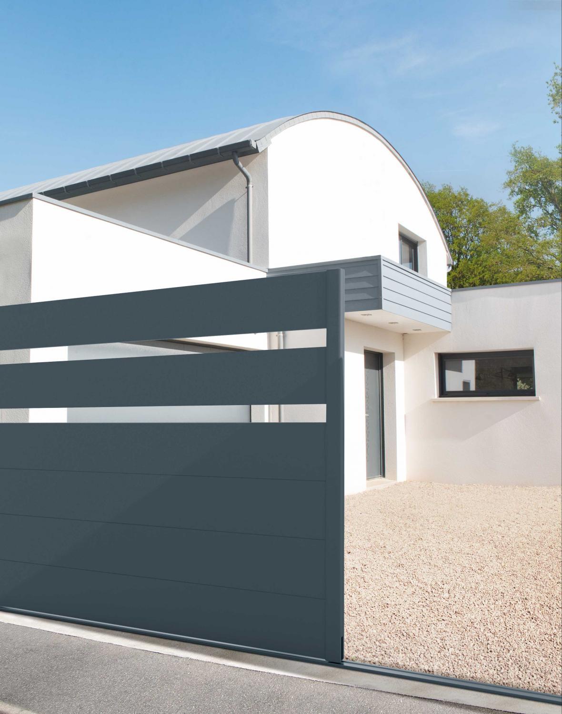 Un portail, une ambiance Charuel : le portail aluminium Elatior, esthétique, résistant et tendance