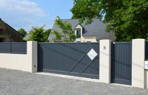 Fourniture et pose d'un portail aluminium coulissant Zouk par votre installateur Charuel Allard Jardin