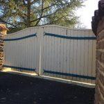 Ancien portail des propriétaires d'une maison sur laquelle votre installateur Authentique Fenêtre est intervenu, afin de fournir et poser un nouveau portail aluminium et son portillon