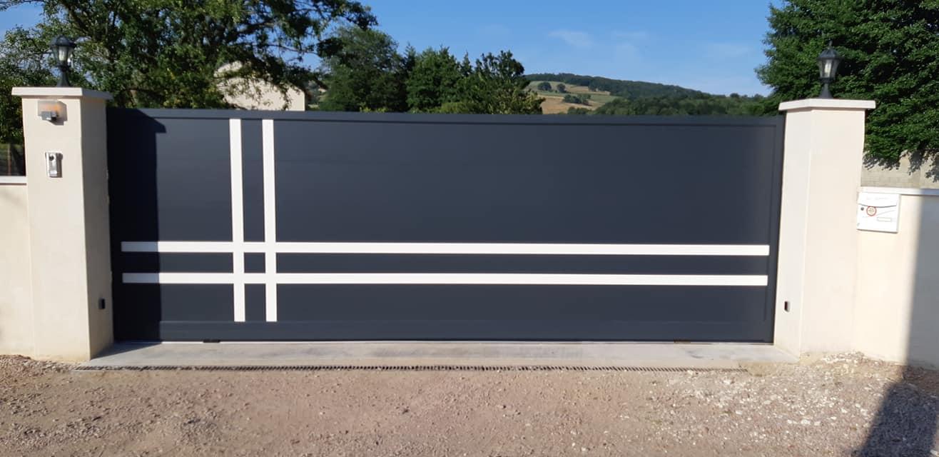 installation d 39 un portail alu coulissant sur mesure avec. Black Bedroom Furniture Sets. Home Design Ideas