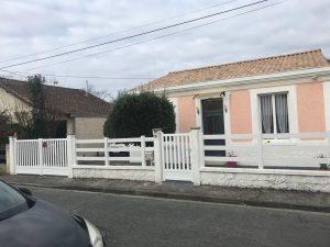 Pose d'un portail battant motorisé et d'un portillon assorti, coloris blanc, 3 lisses PVC