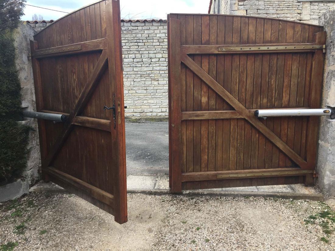 Vieux Portail En Bois pose d'un portail battant motorisé en aluminium du modèle