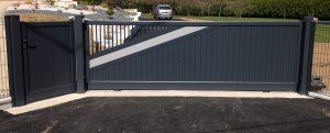 Installation d'un portail et un portillon aluminium, coloris gris anthracite