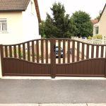 portail-aluminium-battant-ouverture-manuelle-modele-clair-de-lune-coloris-marron-ral8014
