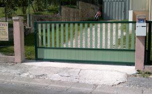 portail-coulissant-aluminium-modele-cumulus-bicolore-vert-coloris-ral6055