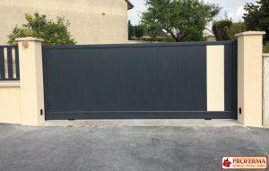 portail-coulissant-motorise-modele-bavarelle-coloris-gris-anthracite-ral7016