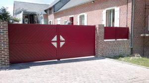 Portail en aluminium battant avec ouverture manuelle, modèle SEGA, coloris rouge personnalisable