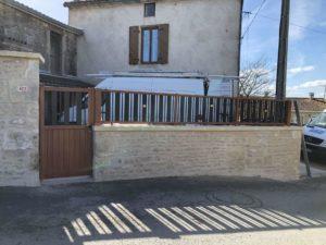 Portillon et clôture couleur chêne doré à Asnières sur Nouère