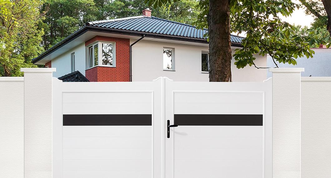 SIRLI votre portail PVC fabriqué sur mesure en france et installé par un de nos experts Charuel